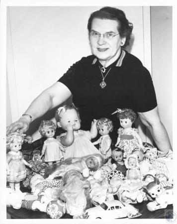 Image: di23363 - Helen May Young - will travel to India and give away dolls