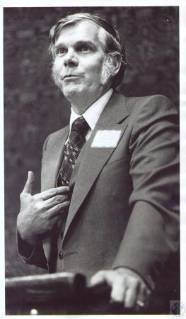 Image: di23869 - Ralph Dress speaking to seminar