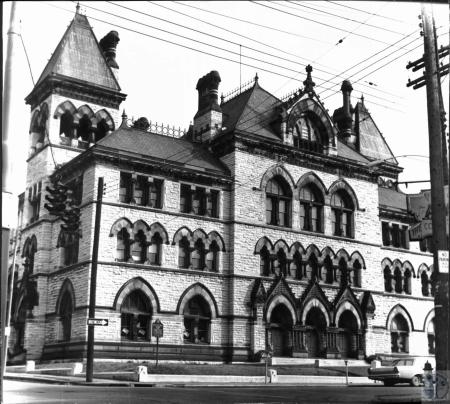 Image: di26467 - Old Covington Post Office demolished 1967, site of new city-county building
