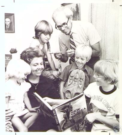 Image: di27059 - Rev. Lee Eby and wife Carol and children Mark (12), Lee Ann (10), Timothy (7), Melanie (4) home from....