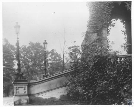 Image: di27464 - Front entrance - Holmes Castle