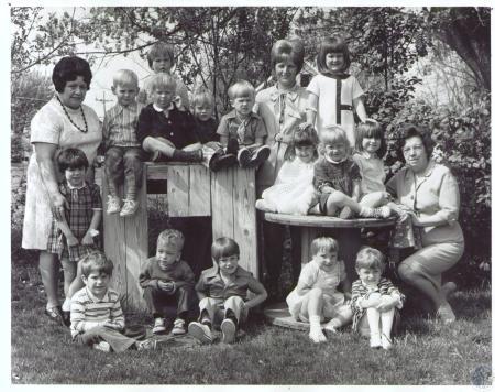 Image: di27484 - Martha Arnett Montessori School - (front) Jay Liddington, Andy Howard, Doug Rapp, Amy Arnett, Karyn Fogle,....