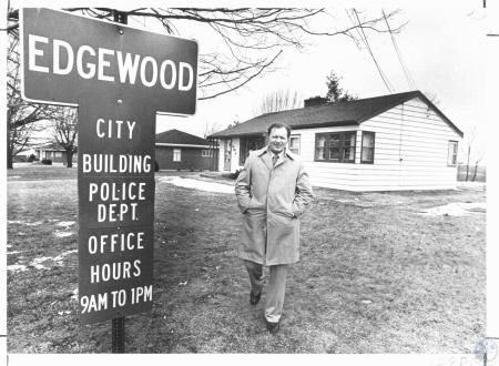 Image: di31205 - Edgewood Police Chief Feely and Edgewood City Building