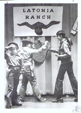 Image: di32506 - Chris Waiters (9), Wayne Landers (12) and Mike Owens (11) in play at Latonia Elementary School