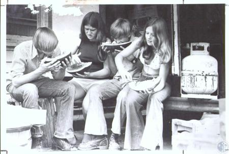 Image: di32808 - L-R: Randy Webster (16), Yuvonne Deaton (16), Ed Perry (14), Susan McWhorter (13) at a roadside stand....