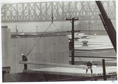 Image: di33940 - Construction men working on new ULHP Building