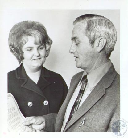 Image: di34229 - Mrs. Sharon Strietelmeier and Fort Mitchell Mayor Will Edwards