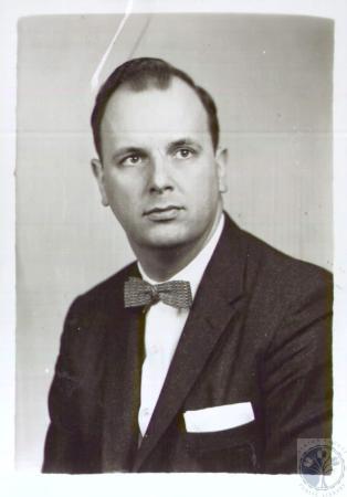 Image: di36304 - Rev. Douglas L. Miller