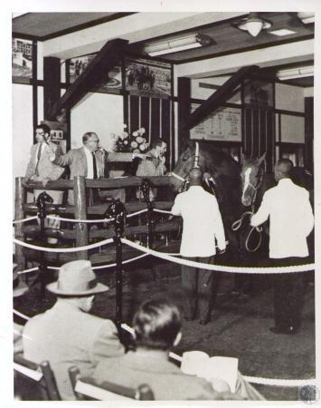Image: di37091 - George Swinebroad, conducting auction