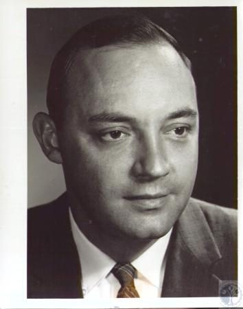 Image: di37335 - James L. Centner, President of the school alumni - Covington Latin School - reunion