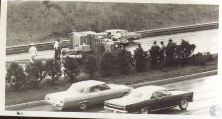 Image: di37394 - Crash on I-75 shows truck overturned 1/2 mile norht of Kyles Lane