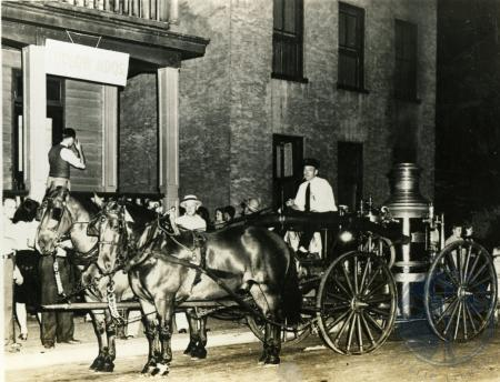 Image: di39052 - Unidentified man on top of horse drawn fire engine