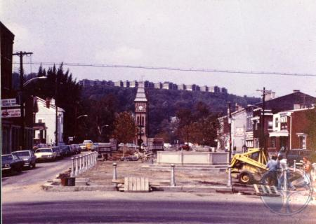 Image: di39325 - Mainstrasse construction looking west on 6th street from Main