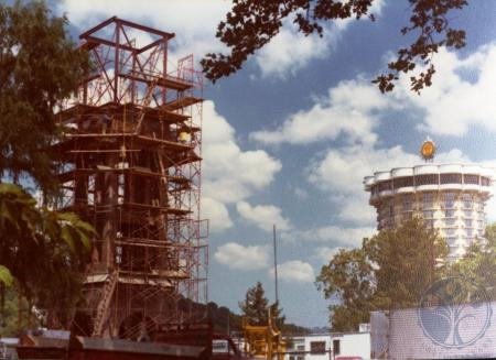Image: di39326 - Construction of the Carroll chimes bell tower, Goebel Park