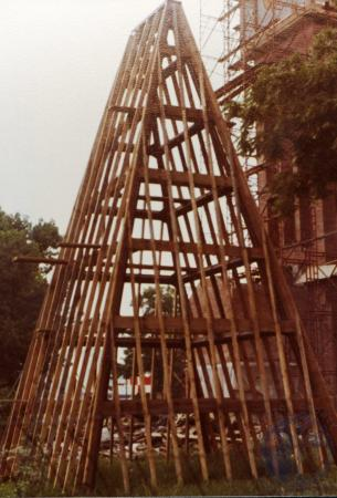 Image: di39334 - Construction of the Carroll chimes bell tower, Goebel Park