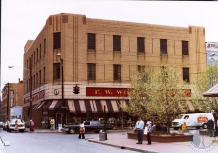 Image: di39427 - South east corner of 7th and Madison at Woolworth Department Store