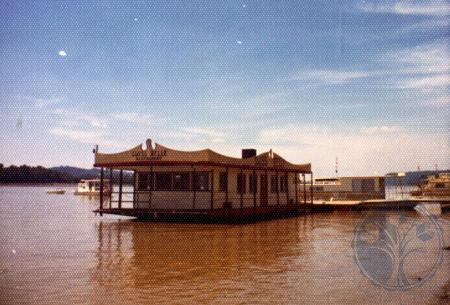 Image: di39550 - The Swiss Belle, floating restaurant