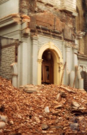 Image: di39593 - Rubble in front of 7th Street entrance to burned out remains of St. Aloysius Church