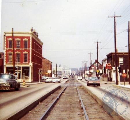 Image: di39625 - Looking north on Saratoga from between 5th and 6th Street
