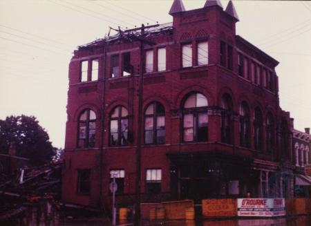 Image: di39695 - Demolition of Odd Fellows' Temple, Northeast corner of Elm and Butler