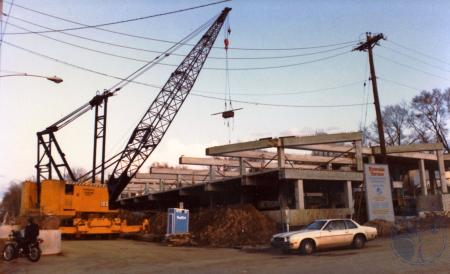 Image: di39812 - Construction of Riverside Terrace, southeast corner of Greenup and Riverside