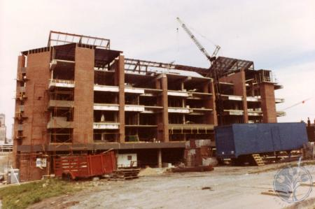 Image: di39816 - Construction of Riverside Terrace, southeast corner of Greenup and Riverside