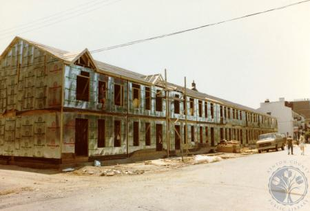 Image: di39821 - Construction of Riverside Terrace, southeast corner of Greenup and Riverside