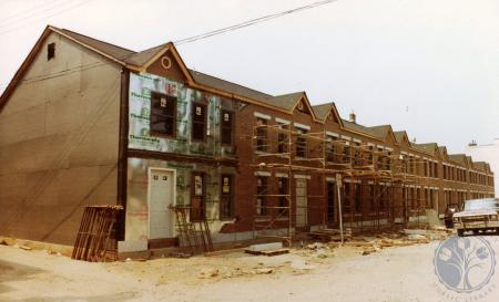 Image: di39823 - Construction of row houses on south side of 3rd street east of Garrard