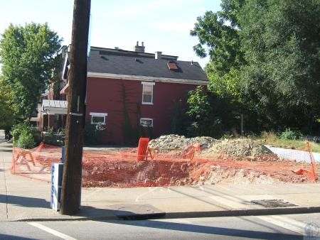 Image: di40322 - construction in lot between Scott and Wood Streets