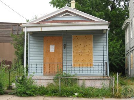 Image: di40497 - boarded up house, 300 block of West 12th Street