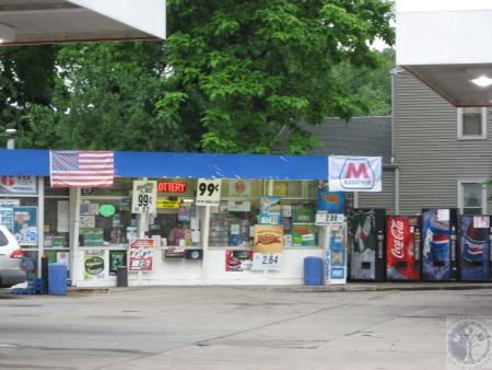 Image: di40507 - Marathon Station at corner of Holman and West 12th Street