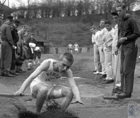 Image: di42716 - Dixie Heights High School track team member, unidentified