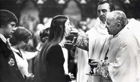 Image: di43685 - Bishop Richard H. Ackerman celebrating Communion