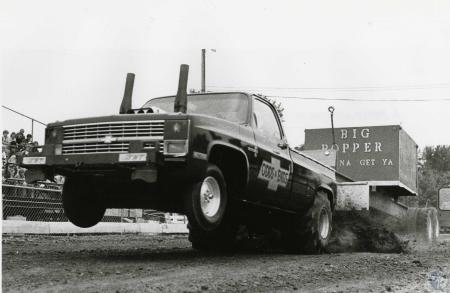 Image: di44080 - pickup truck in action at