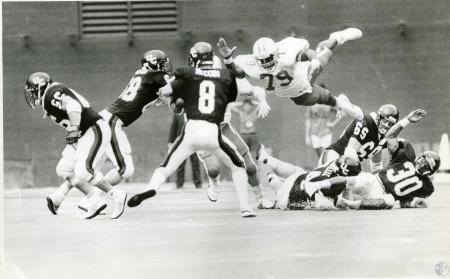 Image: di44087 - University of Cincinnati playing University of Kentucky at Riverfront Stadium