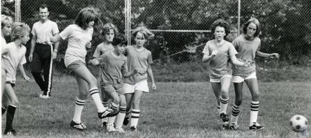 Image: di44188 - unidentified soccer players