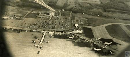 Image: di44344 - aerial view of airport