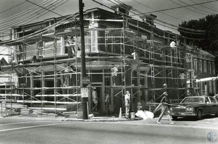 Image: di45379 - building going up at Elm and Kenner Streets