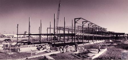 Image: di45455 - tunnel to Concourse E under construction
