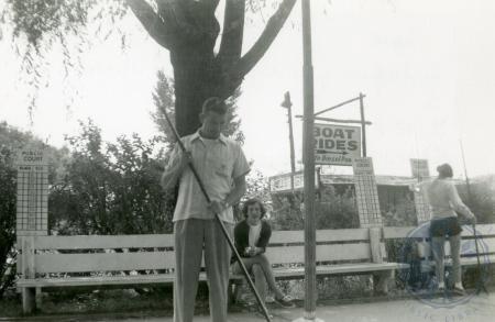 Image: di48690 - Unidentified man playing shuffleboard