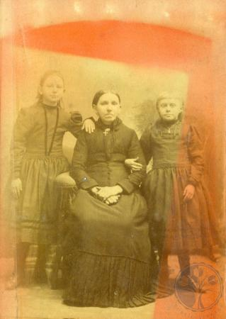 Image: di49992 - Unidentified Middendorf women and girls