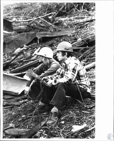 Image: di50550 - Kerry Miller, Louisville & Dennis Moore, Louisville, are volunteers who took off from work to help clear....