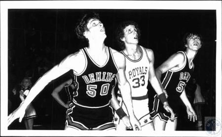 Image: di51202 - Basketball players - Deming High School at Mason County High School