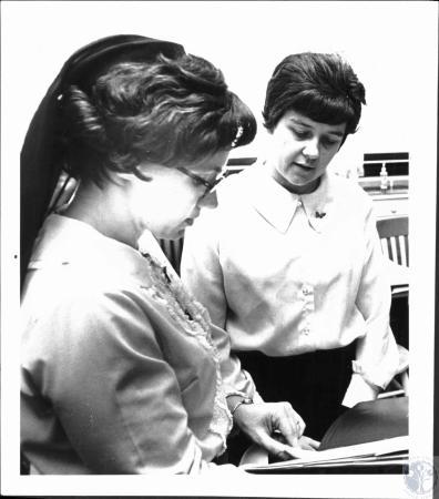 Image: di52492 - Sr. Delores (left) and Sr. Donna