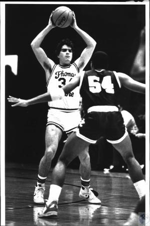Image: di53934 - Thomas More College Basketball player