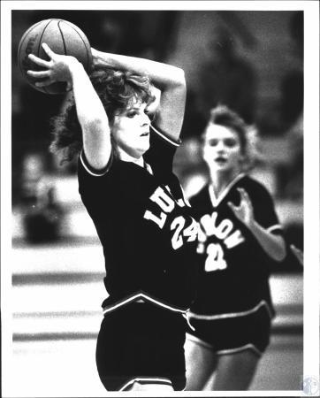 Image: di54224 - Ludlow High School girl's basketball players