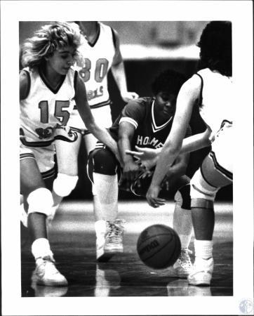 Image: di54322 - Girls High School Basketball, Holmes vs Boone Co.