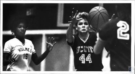 Image: di54323 - Girls High School Basketball, Holmes vs Scott