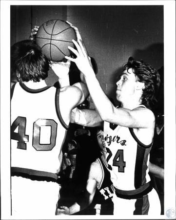Image: di54338 - Boys High School basketball