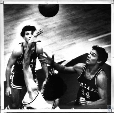 Image: di54526 - Boys High School Basketball, Highlands vs Covington Catholic #44 Jeff Fishcer, #33 Chris Vogel, #25 Paul....